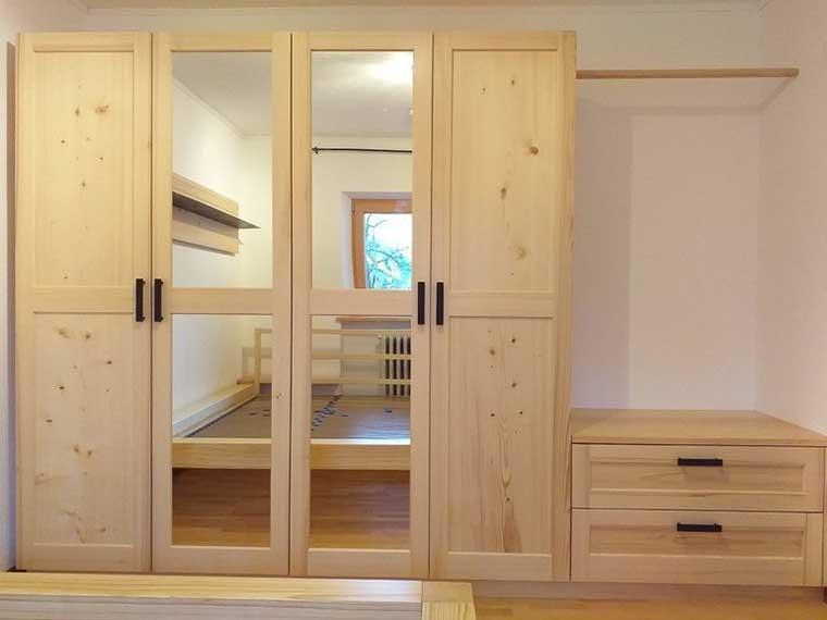 Schlafzimmer : Kleiderschrank Fichte massiv, Abb.1