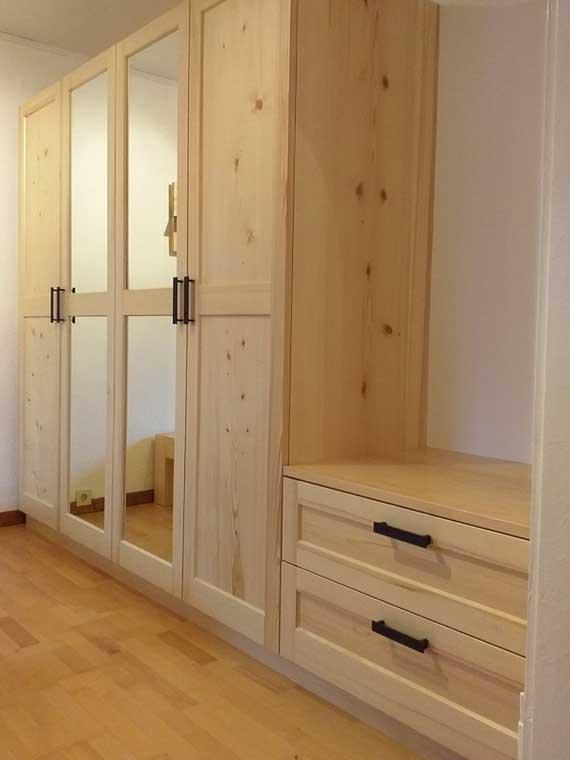 Schlafzimmer : Kleiderschrank Fichte massiv, Abb.2