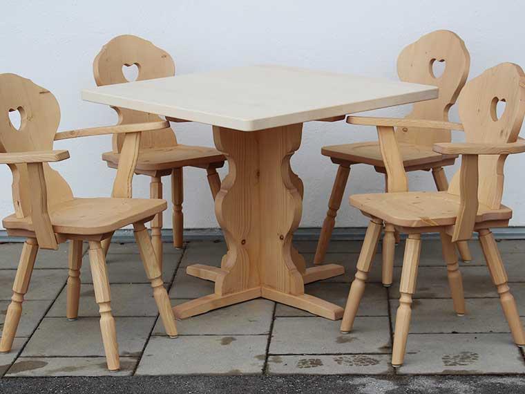 Sitzgruppe im alpenländischen Stil